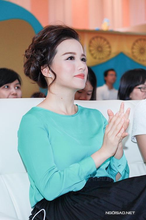 luu-huong-giang-tu-tin-khoe-dang-sau-gan-2-thang-sinh-con-9