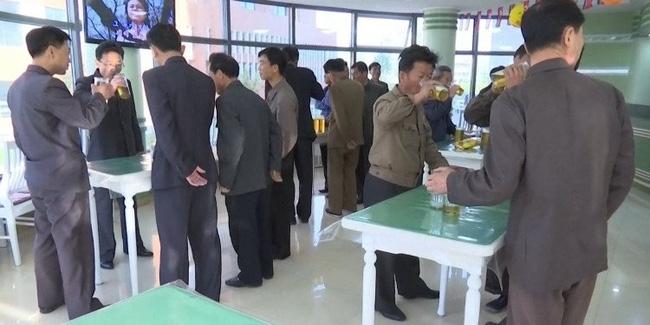 Người dân Triều Tiên đi bar như thế nào? - Ảnh 3.