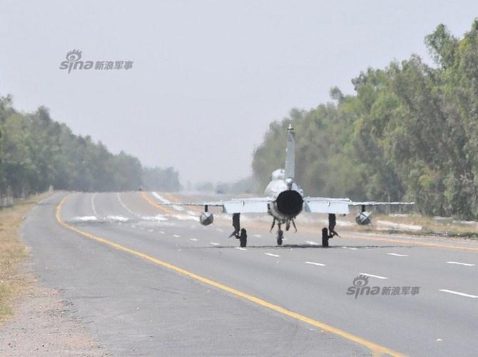 Quan sat tiem kich MiG-21 cai tien cat canh tren cao toc-Hinh-2