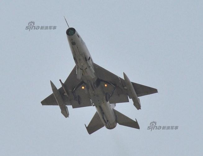 Quan sat tiem kich MiG-21 cai tien cat canh tren cao toc-Hinh-3