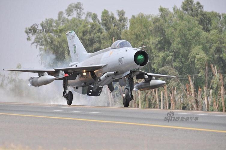 Quan sat tiem kich MiG-21 cai tien cat canh tren cao toc-Hinh-4