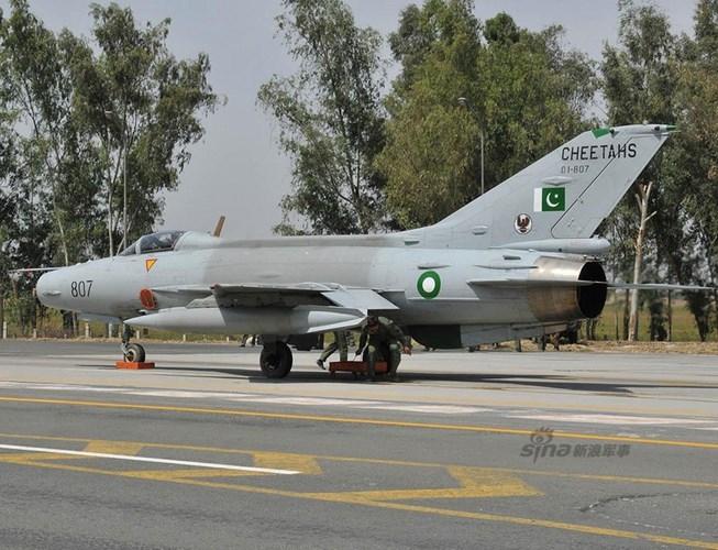 Quan sat tiem kich MiG-21 cai tien cat canh tren cao toc-Hinh-6