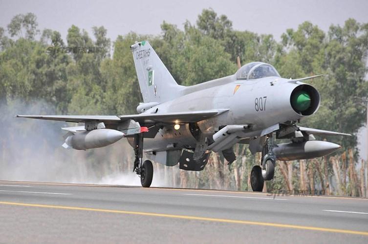 Quan sat tiem kich MiG-21 cai tien cat canh tren cao toc-Hinh-7