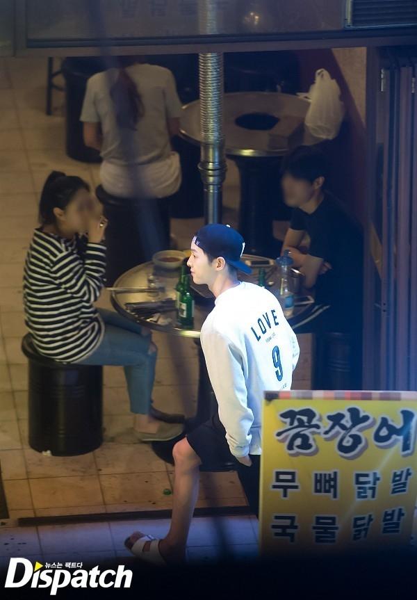 Song Hye Kyo bảo vệ Song Joong Ki trước tin đồn giải khuây cùng Yoochun - Ảnh 2.