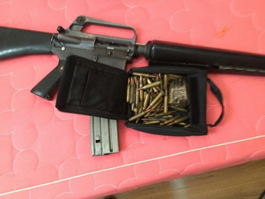 Khẩu súng cùng băng đạn mà Sơn dùng để cố thủ cũng như chống trả công an