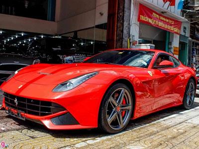Siêu xe Ferrari F12 nhập từ Dubai về Việt Nam
