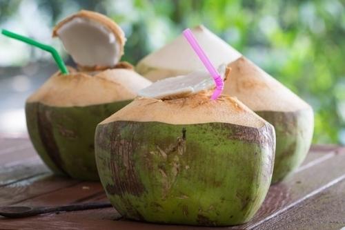 Ngại mua bao cao su, dính '2 vạch' vì tránh thai bằng nước dừa - Ảnh 1