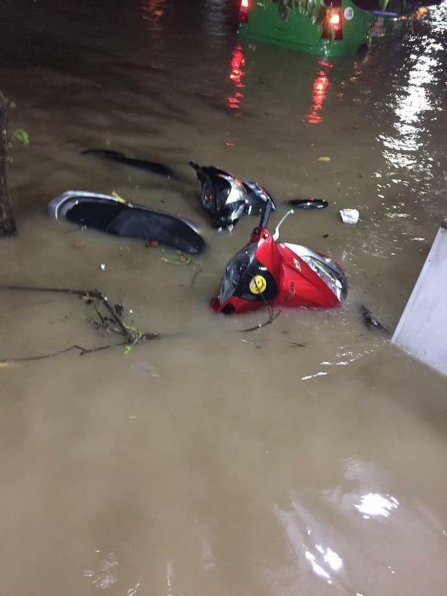 Nhiều ô tô, xe máy chìm trong biển nước sau mưa lớn ở Thái Nguyên - Ảnh 5.
