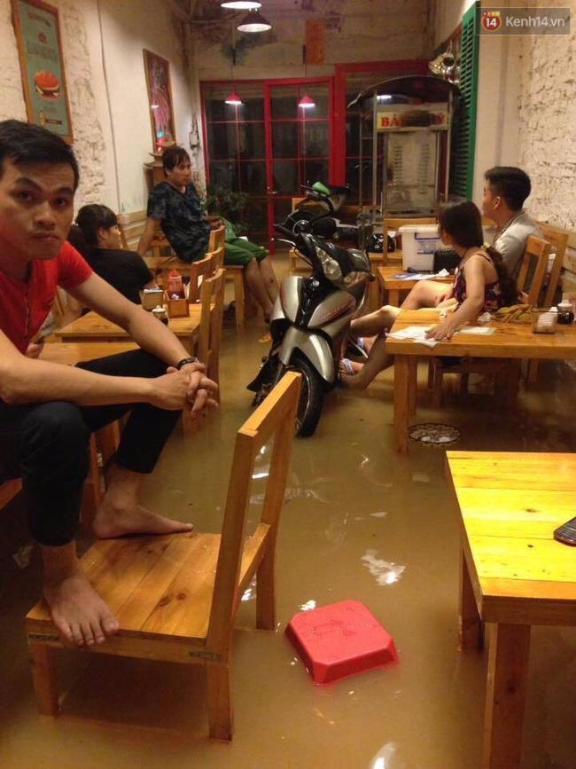 Nhiều ô tô, xe máy chìm trong biển nước sau mưa lớn ở Thái Nguyên - Ảnh 12.