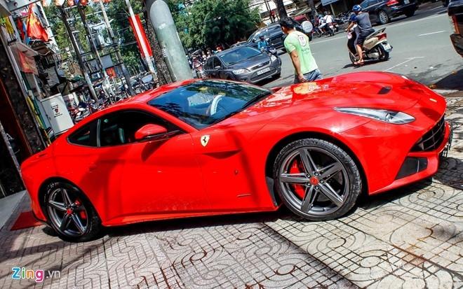 Sieu xe Ferrari F12 nhap tu Dubai ve Viet Nam hinh anh 2