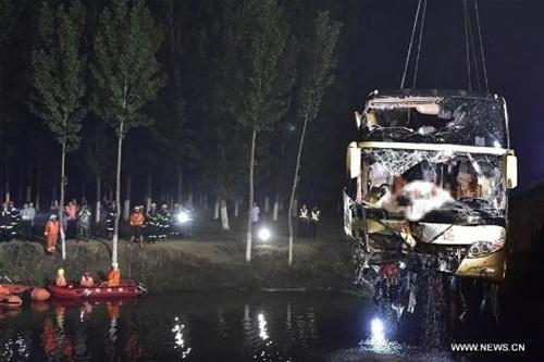 Tai nạn xe buýt thảm khốc trên cao tốc, 26 người chết - ảnh 1
