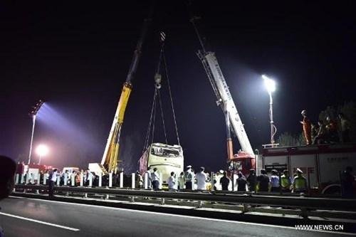 Tai nạn xe buýt thảm khốc trên cao tốc, 26 người chết - ảnh 7
