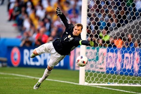 Thủ môn Manuel Neuer chơi vững chắc trong khung thành, giúp Đức chưa để thủng lưới bàn nào.