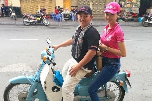 Hình ảnh giản dị của Kiều Vỹ trong chuyến hành trình nhân ái tại TP HCM.