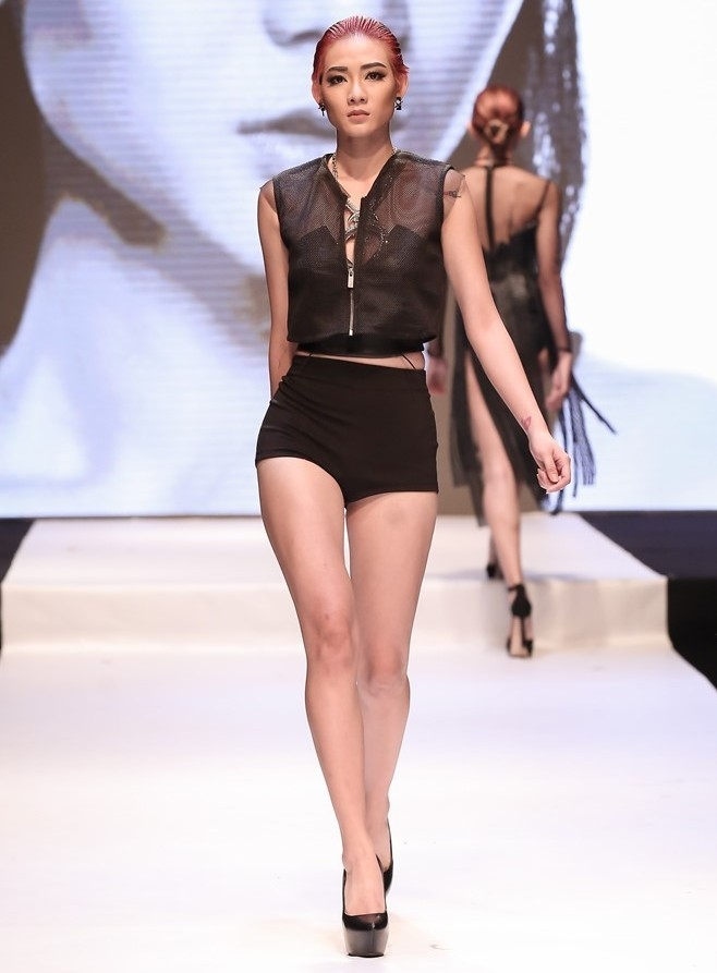 4 hot girl Viet thu thach ban than tren san catwalk hinh anh 6