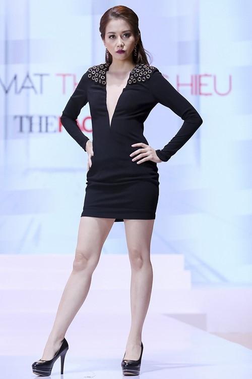 4 hot girl Viet thu thach ban than tren san catwalk hinh anh 9