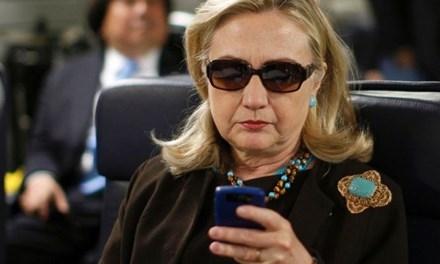 Bà Hillary Clinton bị FBI thẩm vấn vì dùng e-mail cá nhân vào việc công.