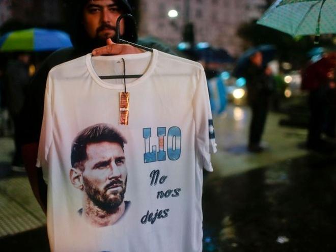 CĐV Argentina: '500 triệu năm mới có một cầu thủ như Messi' - ảnh thể thao