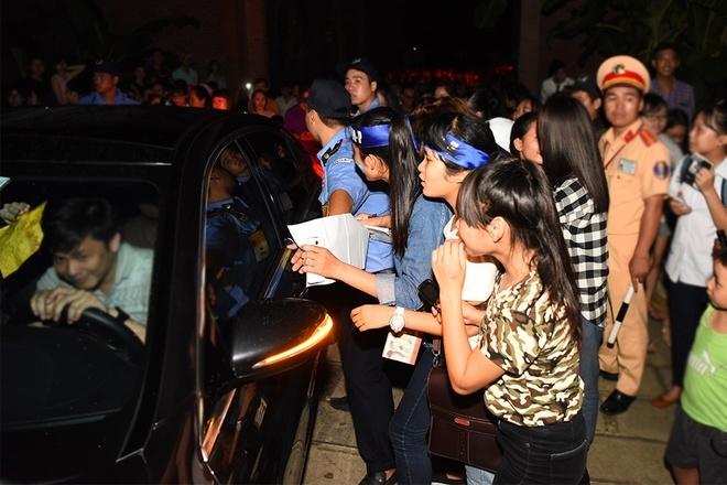 Fan rượt đuổi Sơn Tùng M-TP sau đêm nhạc