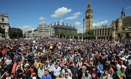 Hàng chục ngàn người biểu tình chống Brexit.