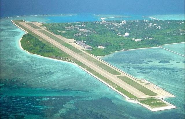 Trung Quốc xây dựng đường băng trái phép trên đảo Phú Lâm, thuộc quần đảo Hoàng Sa của Việt Nam (Ảnh: CSIS)
