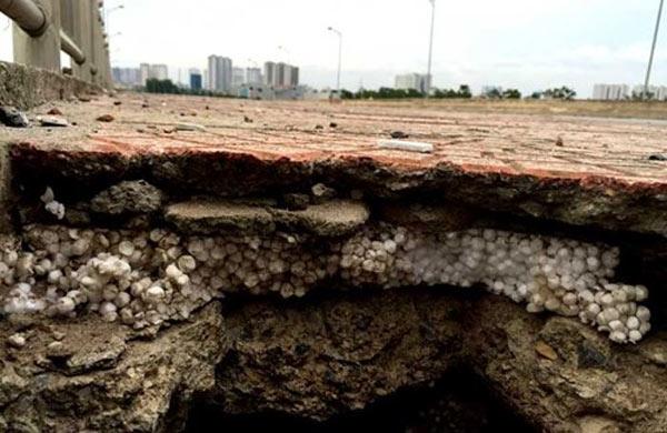 dự án cầu vượt đường sắt, độn xốp cát giữa lớp bê tông