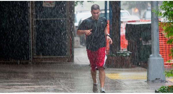 Cuộc sống như cơn mưa rào, không có ô hãy cố gắng chạy