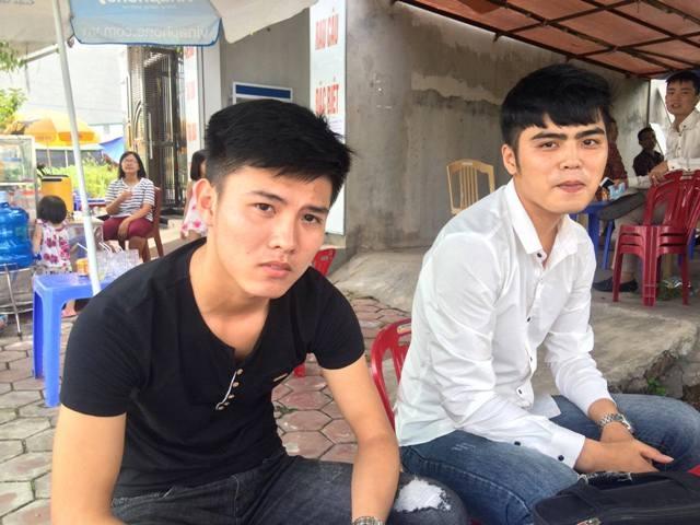 Em Đinh Hữu Cương và em Nguyễn Văn Thanh cho hay đề Lịch sử năm nay khó và dài (Ảnh: Việt Linh)
