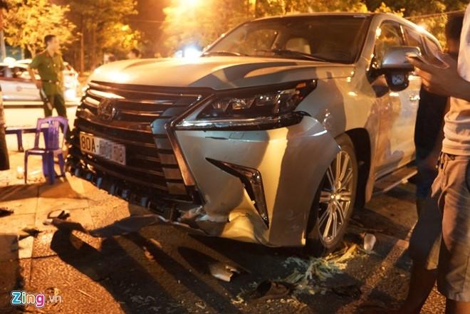 Lexus 570 dam nat nhieu xe may, 5 nguoi trong thuong hinh anh 2