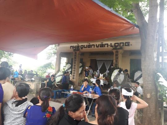 Gia đình chuẩn bị tang lễ cho nữ sinh Nguyễn Thị Ngân (SN 1997) ở huyện Bắc Từ Liêm, TP Hà Nội Ảnh: NGUYỄN HƯỞNG