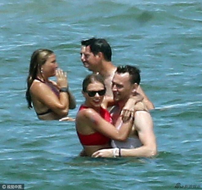 Taylor Swift va chang 'Loki' quan nhau khong roi o bai bien hinh anh 3
