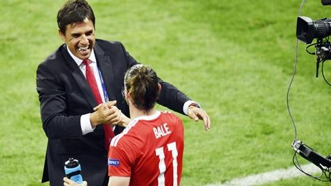 Bale chơi bóng vì tập thể, không giống Ronaldo