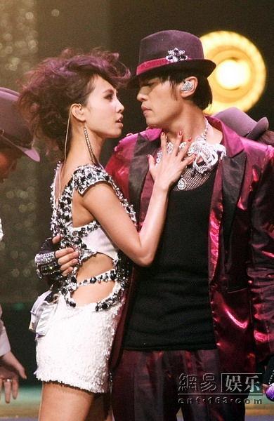 Chuyện tình yêu showbiz Hoa ngữ: Tình cũ của người này trở thành nửa kia của kẻ khác - Ảnh 18.