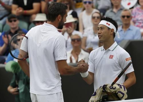 Kei Nishikori bỏ dở trận đấu với Marin Cilic
