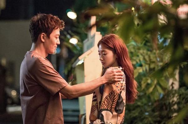 """""""Doctors"""": Park Shin Hye bị kẻ lạ tấn công bất thình lình tại bệnh viện - Ảnh 12."""