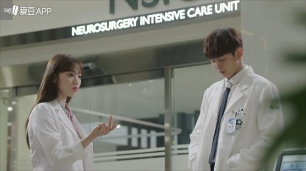 """""""Doctors"""": Park Shin Hye bị kẻ lạ tấn công bất thình lình tại bệnh viện - Ảnh 33."""