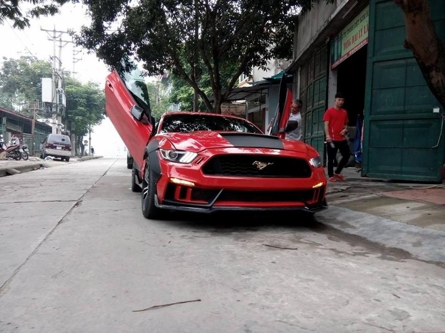 Ford Mustang 2015 độ ấn tượng của tay chơi Lào Cai.