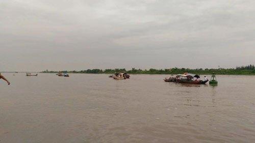 thai binh: hai tàu dá dam nhau tren song, 4 nguoi tu vong hinh anh 2