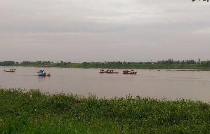 thai binh: hai tàu dá dam nhau tren song, 4 nguoi tu vong hinh anh 4