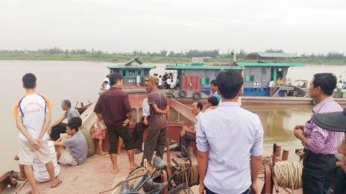 thai binh: hai tàu dá dam nhau tren song, 4 nguoi tu vong hinh anh 5