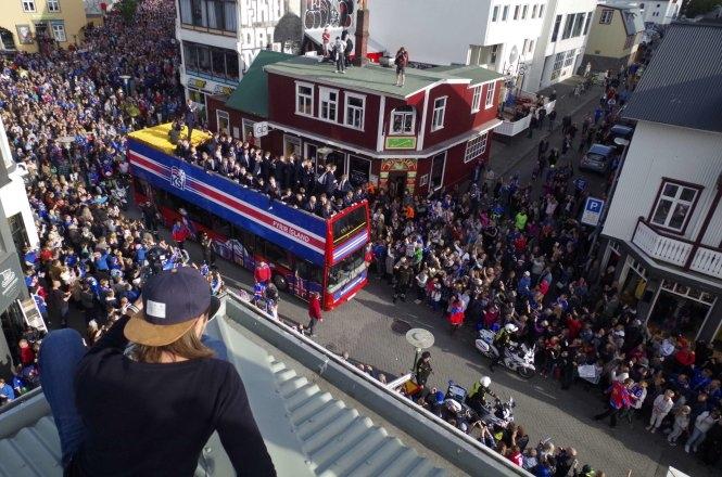 Tuyển Iceland được chào đón như người hùng khi về nước