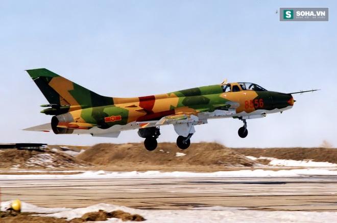 VN sắp mua số lượng lớn tiêm kích hiện đại để thay thế Su-22? - Ảnh 1.
