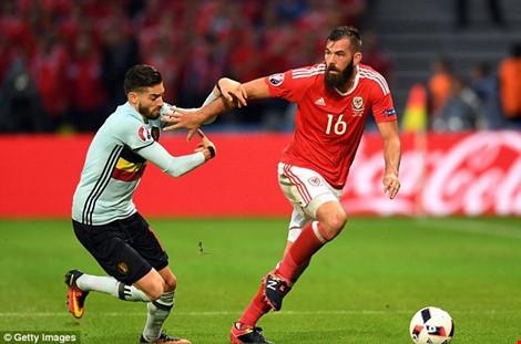 Joe Ledley ở trận thắng Bỉ Euro 2016.