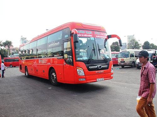 Xe khách Phương Trang hoạt động trong Bến xe Miền Đông, TP HCM