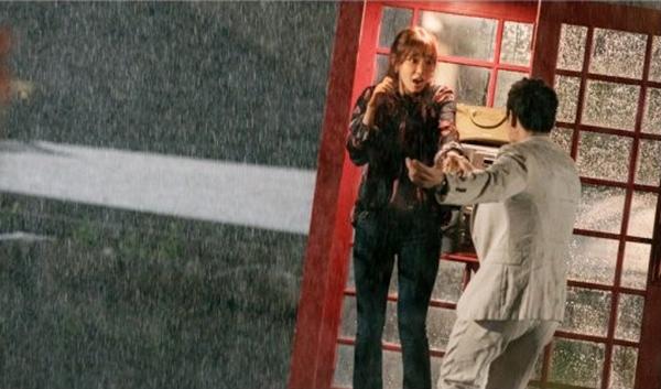 Doctors: Tức cảnh sinh tình, Kim Rae Won khóa môi Park Shin Hye dưới mưa - Ảnh 6.