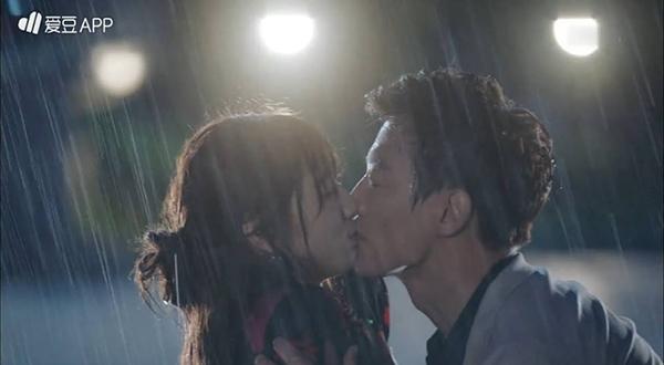 Doctors: Tức cảnh sinh tình, Kim Rae Won khóa môi Park Shin Hye dưới mưa - Ảnh 9.