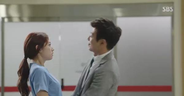 Doctors: Tức cảnh sinh tình, Kim Rae Won khóa môi Park Shin Hye dưới mưa - Ảnh 14.