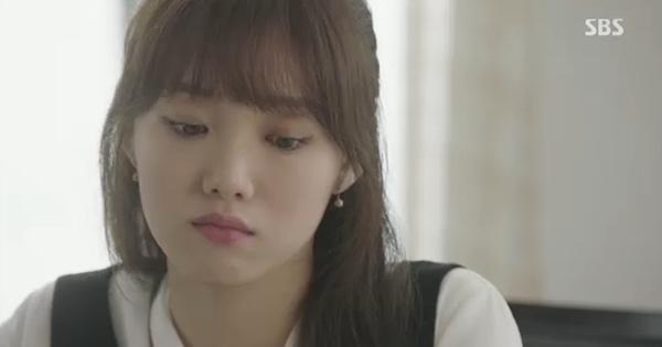 Doctors: Tức cảnh sinh tình, Kim Rae Won khóa môi Park Shin Hye dưới mưa - Ảnh 28.