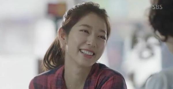 Doctors: Tức cảnh sinh tình, Kim Rae Won khóa môi Park Shin Hye dưới mưa - Ảnh 35.