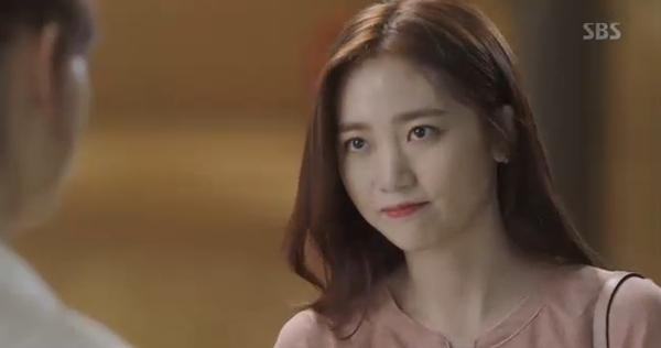 Doctors: Tức cảnh sinh tình, Kim Rae Won khóa môi Park Shin Hye dưới mưa - Ảnh 43.